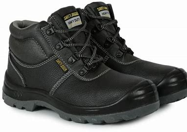 SAFETY SHOES in Duplast Building Materials dubai